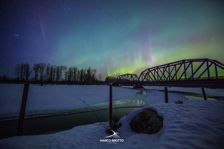 Lugares incriveis com auroras boreais lindissimas.