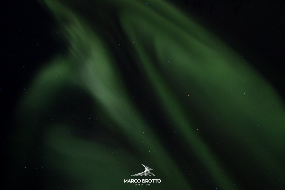 Aurora boreal no Zenite. Um dos momentos mais emocionantes é assim que ela aparece.