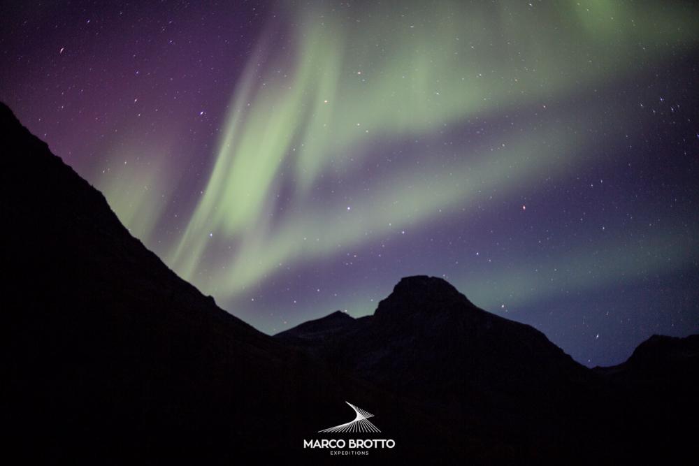 Aguardando o ferry para Narvik a primeira Aurora Boreal da expedição veio nos dar boas vindas.