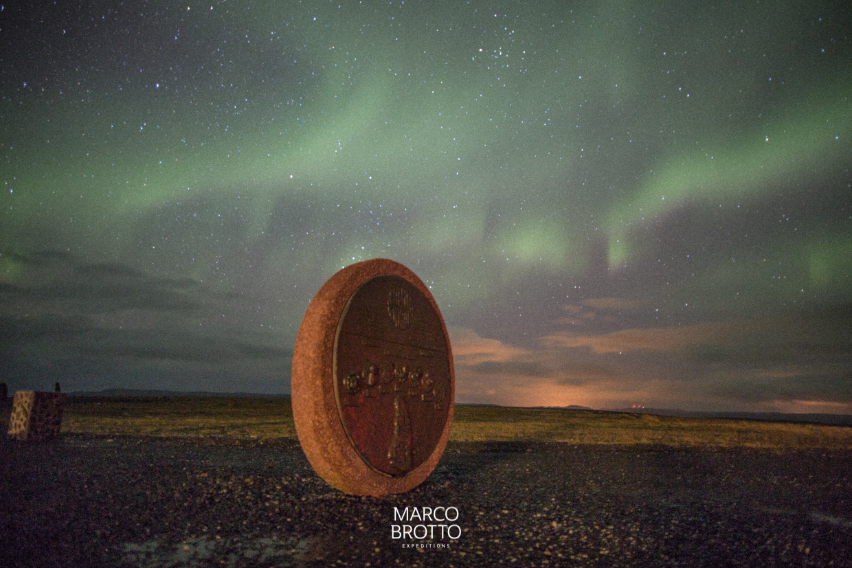 Aurora Boreal no ponto mais ao Norte do continente Europeu . Nordkapp Noruega.