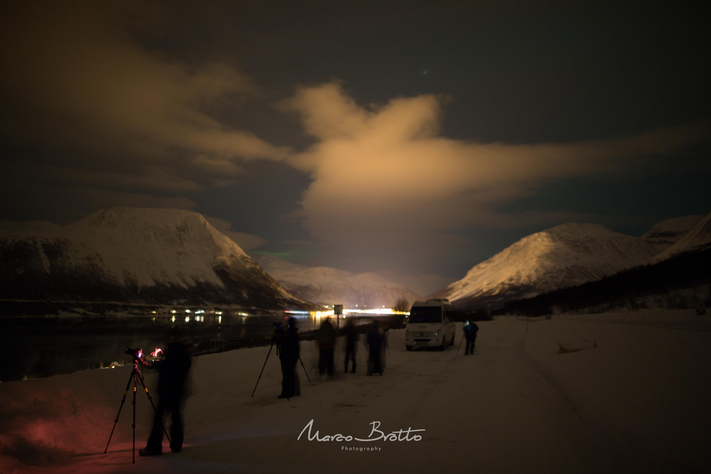 Aguardando a Dama da Noite chegar, Aurroa boreal tambem é conhecida como Luzes do Norte ou Rainha do Norte.