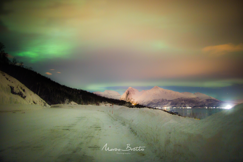 Foto super exposta da Aurora Boreal na Laponia Norueguesa.