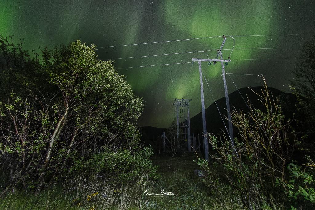 Mais uma noite o céu ficou tomado pelas luzes do norte por todos os lados. 360 graus de aurora boreal