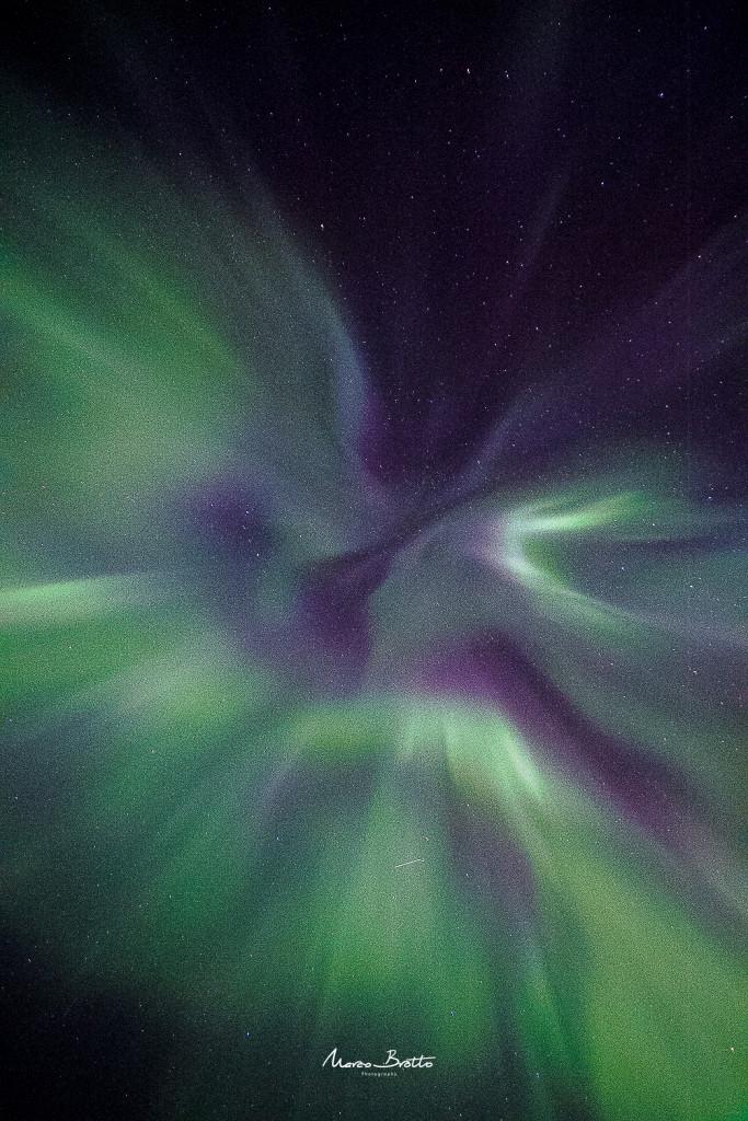 Aurora boreal Noruega , nesse momento os novos caçadores não acreditavam no que estavam vendo. Um espetáculo único.