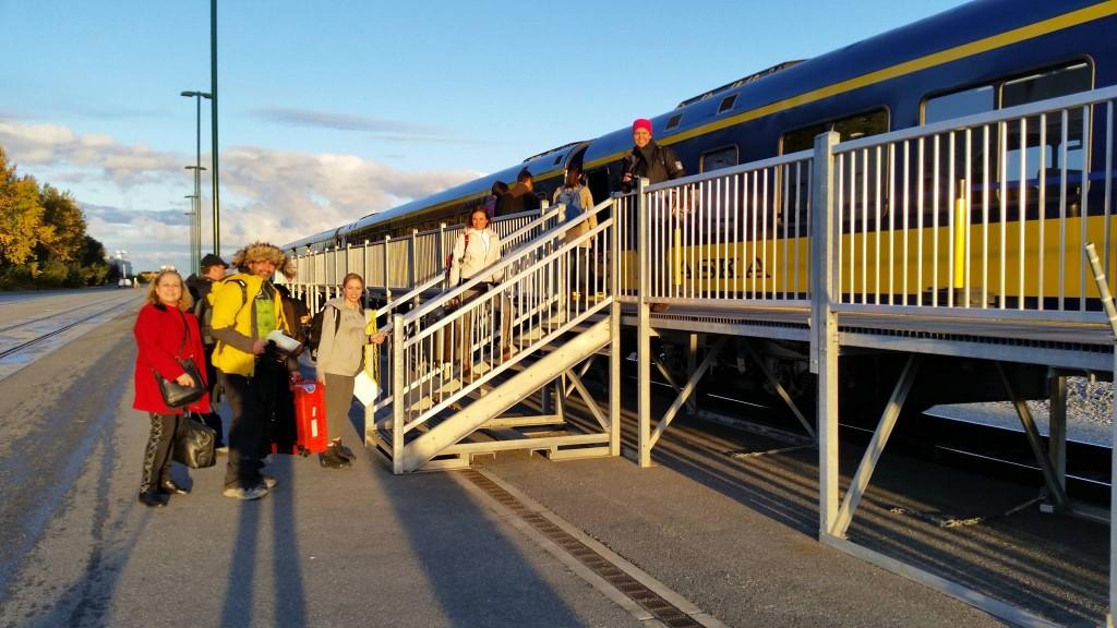 Embarcando no Alaska Railroad , destino a cidade de Talkeetna para caçar aurora boreal no coração do Alaska.