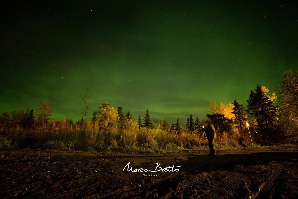 A primeira aurora boreal no alasca desse grupo. Antes mesmo de atravessar Anchorege em direção ao Norte já conseguimos ver as luzes. Ponto para Cinthia :)