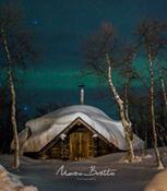 Eu acho que o Papai Noel mora nessa casa :)