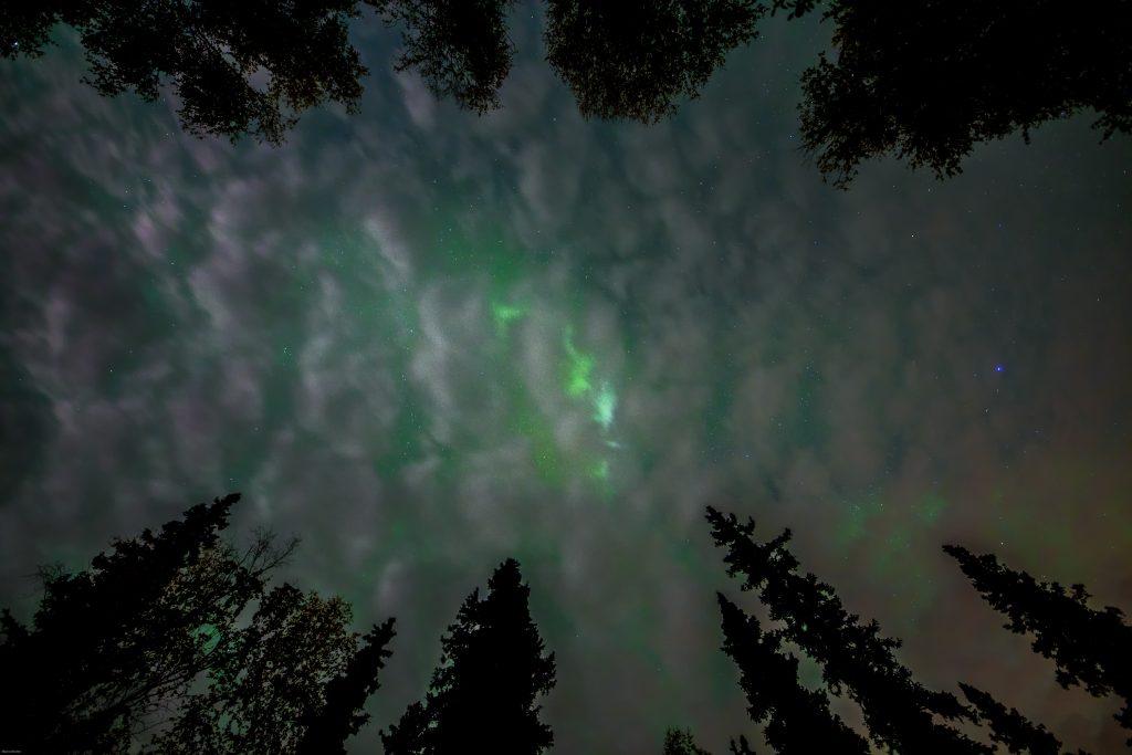 aurora-boreal-no-alaska-setembro-nuvens