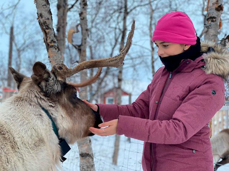 Vila Sami, alimentando as renas | Marco Brotto Expeditions