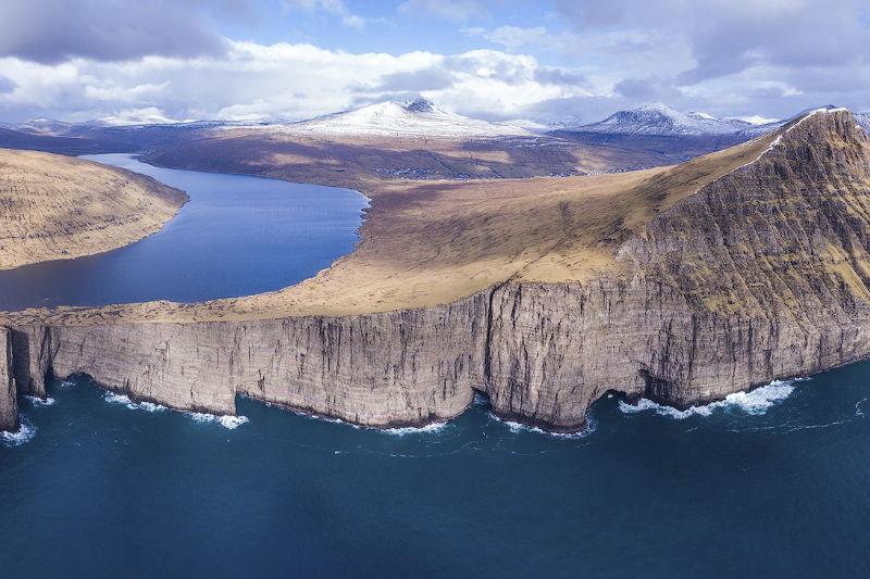 Penhasco nas Ilhas Faroé